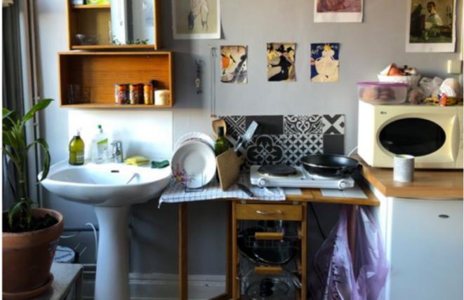 Dans la chambre d'Hannah, qui est aussi sa cuisine et son salon. © KZ