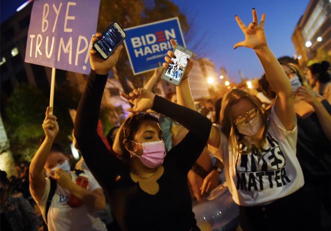 Le 7 novembre, après la victoire de Joe Biden, devant la Maison Blanche à Washington DC. © Olivier DOULIERY / AFP