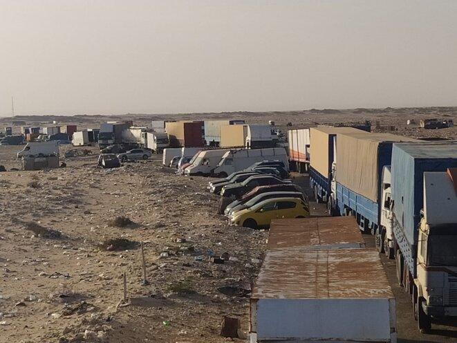 Camions bloqués au point de passage Guergarat, au Sud du Maroc