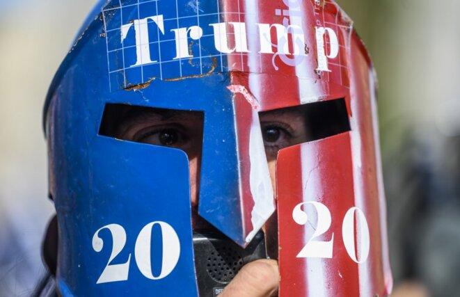 Un supporter de Donald Trump près de la Maison Blanche vendredi 13 novembre. © Andrew Caballero-Reynolds/AFP