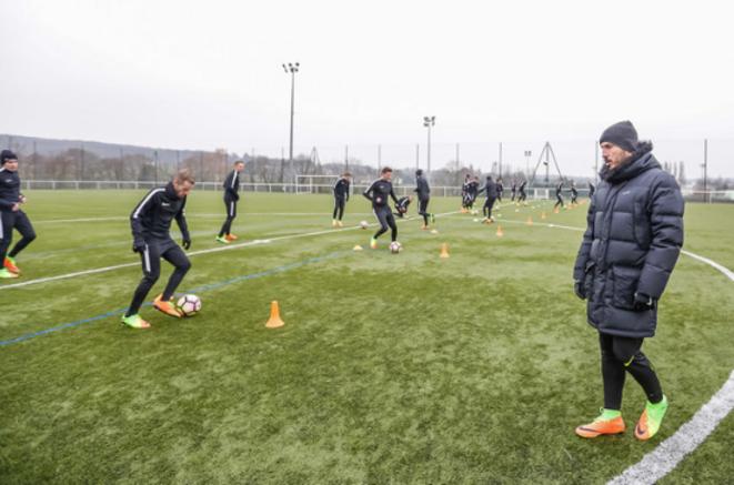 À la suite de ce second confinement, le Paris Alésia FC a fermé ses portes aux footballeurs amateurs le 30 octobre dernier. © Paris Alésia FC