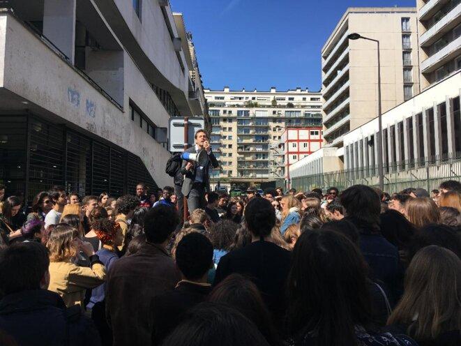 Devant le centre René-Cassin, au cours d'une protestation contre Parcoursup, avril 2018