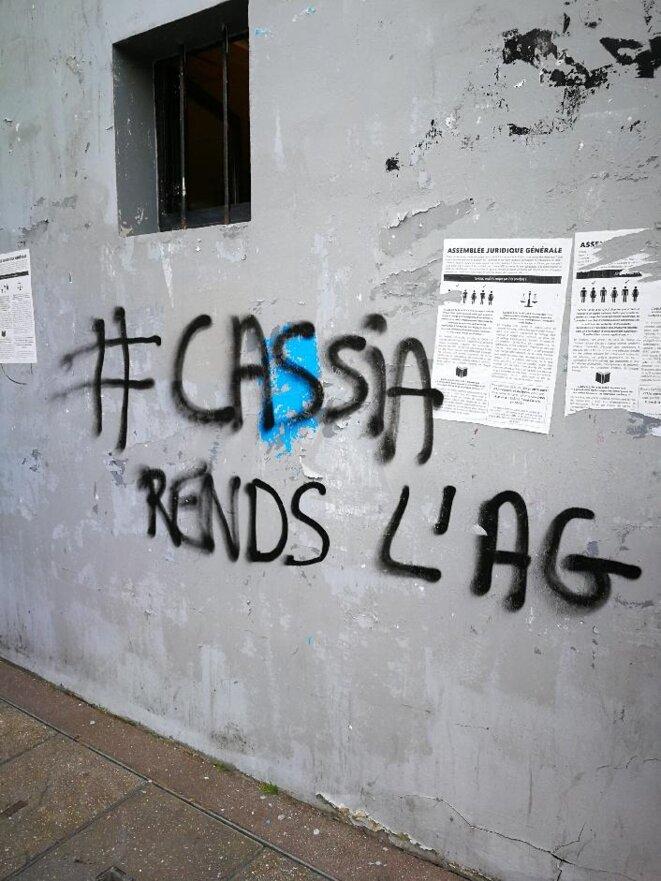 Enceinte d'entrée du centre René-Cassin au moment des protestations contre Parcoursup, avril 2018