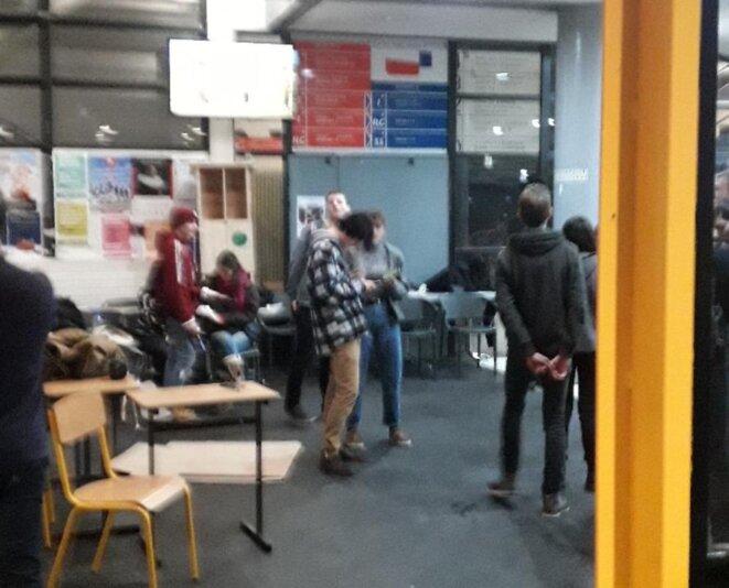 Hall du centre René-Cassin, occupé dans la nuit du 9 au 10 décembre 2019