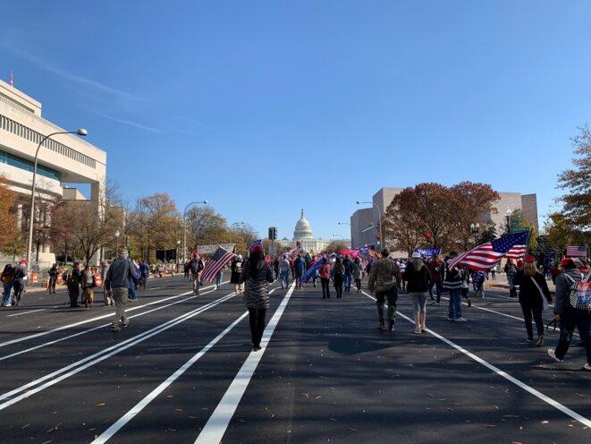 Des manifestants pro-Trump, le 14 novembre, à Washington. © Patrica Neves/Mediapart