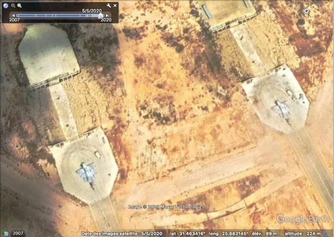 Deux Mirage émiratis sur une base en Égypte, en mai 2020. © Satellite image © 2020 Maxar Technologies