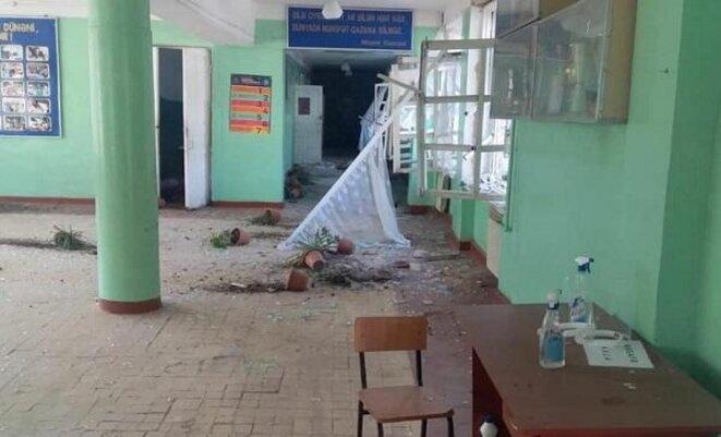 Une école bombardée dans la zone de conflit
