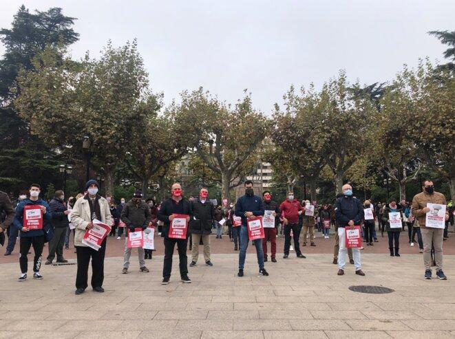 Jeudi 12 novembre, dans le centre de Logroño : « Ils nous ruinent ! Fermés, sans aides ». © © LL