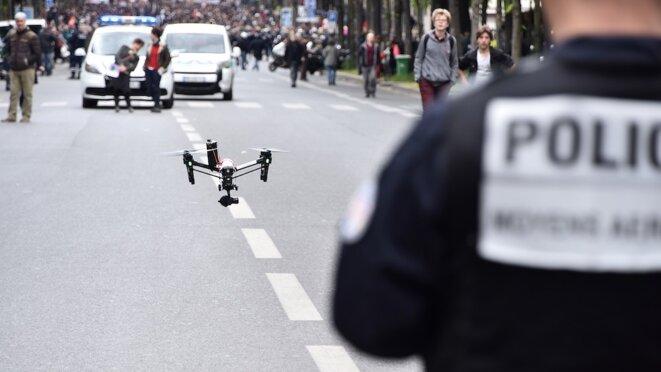 Un drone déployé par la police à Paris en 2016. © Mustafa Yalcin / Anadolu Agency via AFP