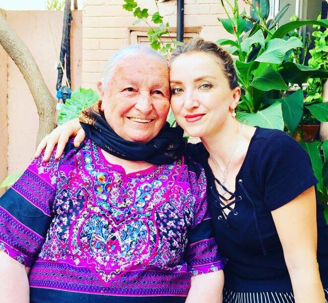 Tarana et sa grand-mère (déplacée de Latchine en 1992) - aujourd'hui 87 ans vit à Bakou © M. Aliyev