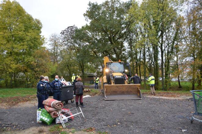 Démantèlement du bidonville du Petit-Bois au matin du 29 octobre 2020 © Eric Graff