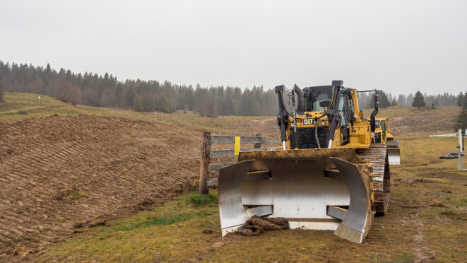 Trois engins de chantier et un local technique ont subi des dégradations © plbillot