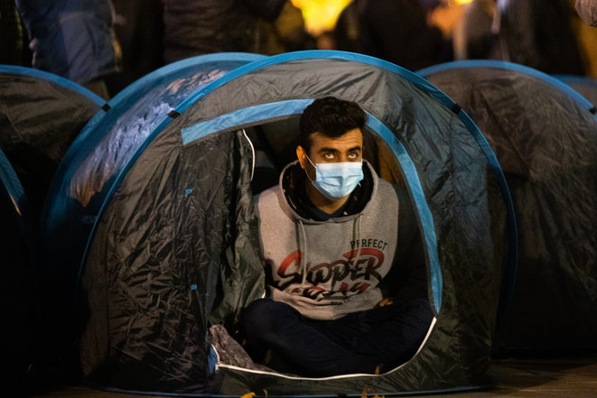 En la Plaza de la República de París, el 23 de noviembre, antes de la brutal intervención policial.. © Jerome Gilles/NurPhoto vía AFP