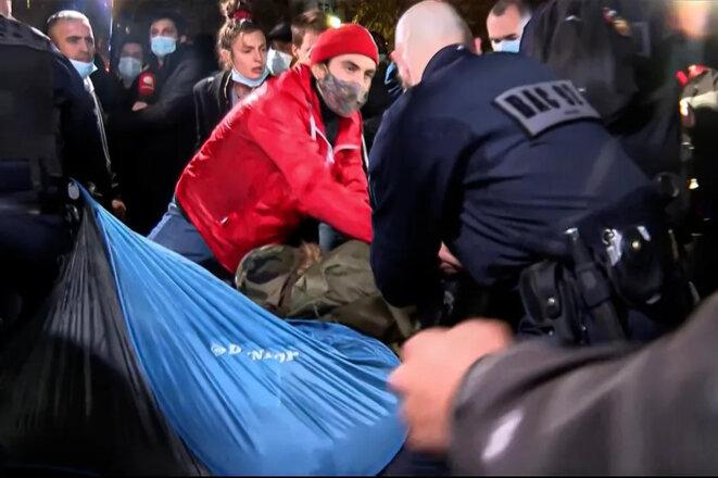 Déménageurs assermentés de migrants, de la casse et des pertes sont à déplorer