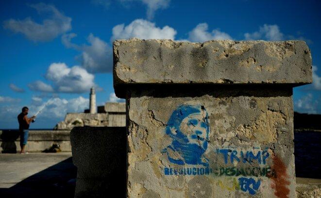 Un graffiti réalisé à La Havane pour les quatre ans de la mort de Fidel Castro. © Yamil Lage / AFP