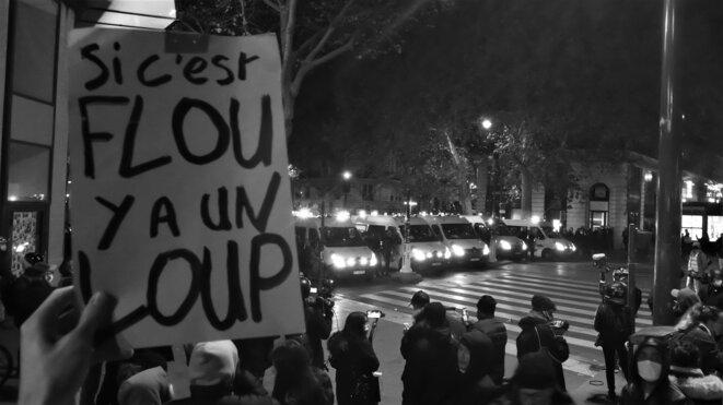 Rassemblement en soutien aux exilé.e.s place de la République © Emile Rabreau