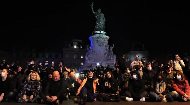 Rassemblement en soutien au exilé.e.s place de la République © Emile Rabreau