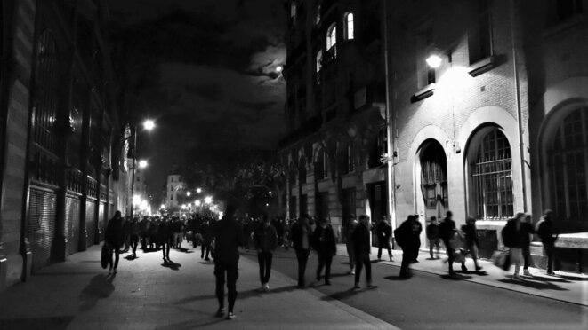 Errance du cortège dans les rues de Paris, en direction de République © Emile Rabreau