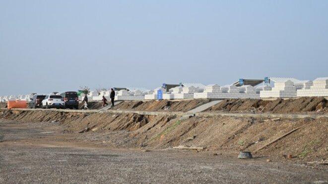Un cimetière à la périphérie de la ville d'Aksu, dans le Xinjiang, où les corps d'un cimetière ouïghour détruit ont été récemment déplacés, le 14 septembre 2019.