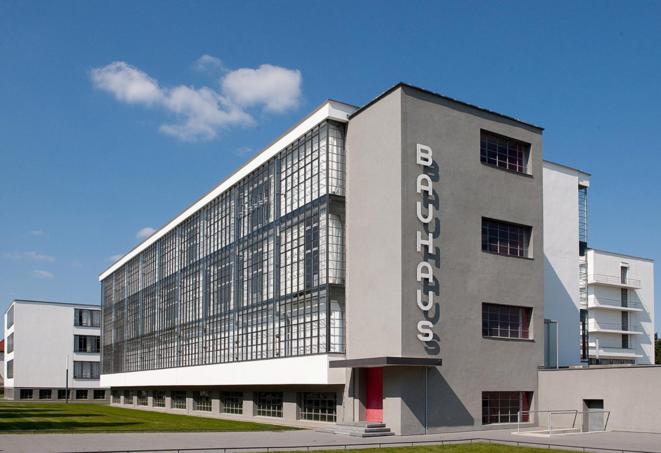 Les ateliers de l'école du Bauhaus à Dessau. © DR