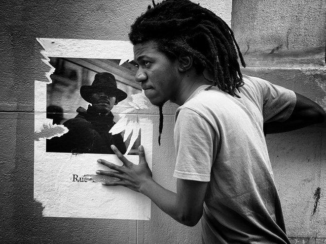 """l'auteur Jean D'Amérique, série """"Emblématique"""" (James Noël en modèle sur l'affiche) © Guillaume Coadou"""