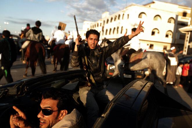 Des révolutionnaires de Benghazi, en mars 2011. © PATRICK BAZ / AFP