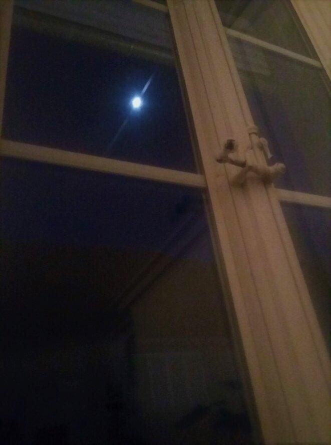 La lune vue de ma fenêtre © Mustapha Kharmoudi