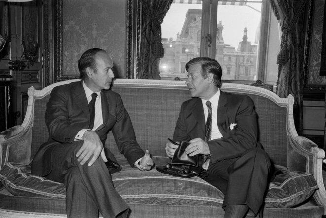 Valéry Giscard d'Estaing et Helmut Schmidt, tous deux ministres des finances, le 27 juillet 1972 à Paris. © AFP