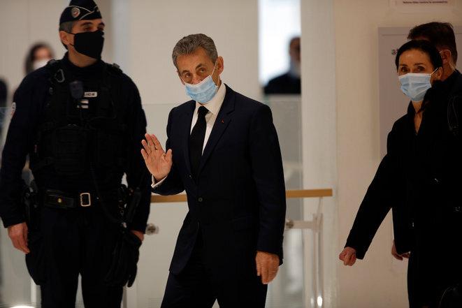 Nicolas Sarkozy y su abogada Jacqueline Laffont, el 26 de noviembre en el Tribunal de París. © Mehdi Taamallah/NurPhoto/AFP