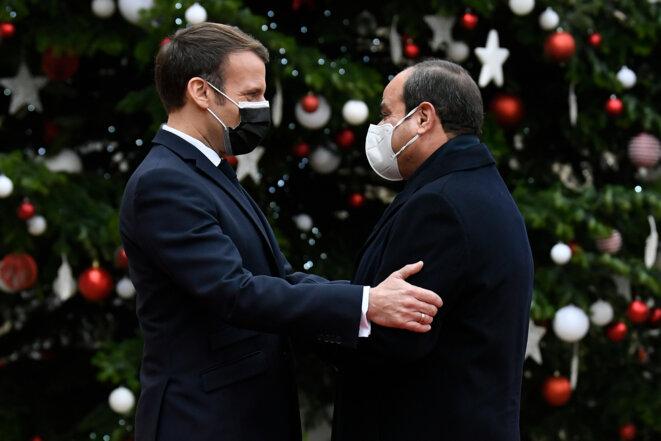 Le président français Emmanuel Macron accueille le dictateur égyptien Abdel Fattah al-Sissi à l'Élysée le 7 décembre 2020. © Bertrand GUAY / AFP