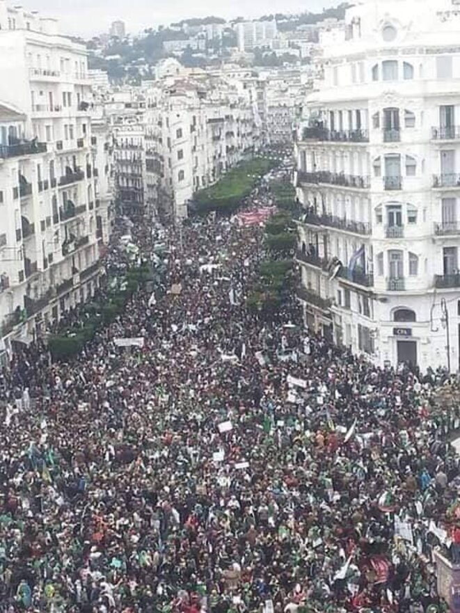 Le Hirak . Tous les vendredi du 29 février au confinement de mars 2020 toutes les rues de toutes les villes de l('Algérie était prise d'assaut. © Wassyla Tamzali