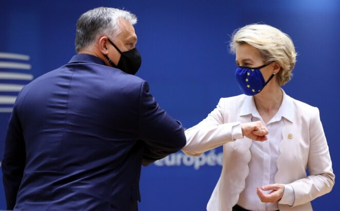 Viktor Orbán et Ursula von der Leyen, le 10 décembre. © AFP / Dursun Aydemir - Anadolu Agency