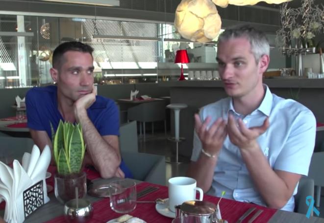 Nicolas Noguier (à gauche), Frédéric Gal (à droite) © Capture d'écran du film « Homosexualité : du rejet au Refuge », de Sonia Rolland