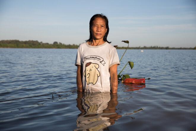 Raiwan Anan-Uea, née dans le village de Pueng, est engagée dans la lutte pour les compensations depuis 1993. © Luke Duggleby/Redux Pictures