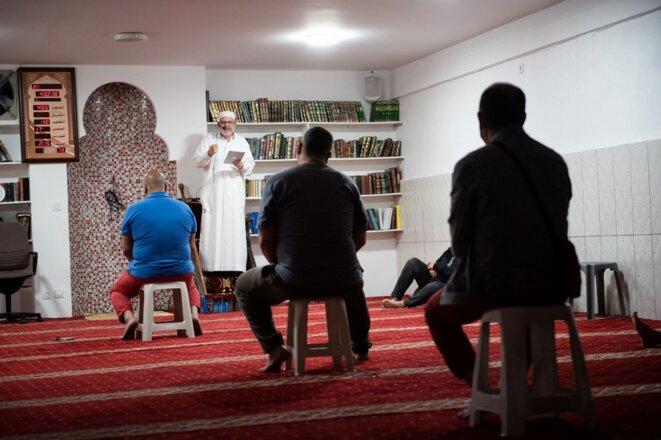 Un prêche dans une mosquée de Marseille, en mai 2020. © Clément Mahoudeau / AFP