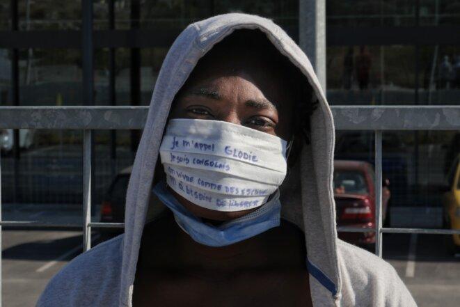 « Je m'appelle Glodie, je suis congolaise. On vit comme des esclaves, on a besoin de liberté. » © Lucas DALLANT