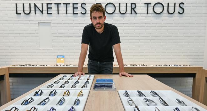 Paul Morlet, fondateur de Lunettes Pour Tous dans le magasin de Lyon, le 24 juin 2019. © PHILIPPE DESMAZES / AFP