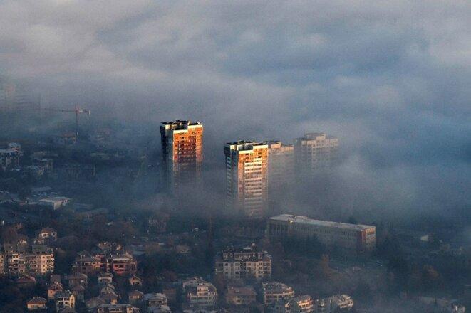 La capitale bulgare Sofia dans un nuage de pollution, en novembre 2020. © Nikolay Doychinov/AFP