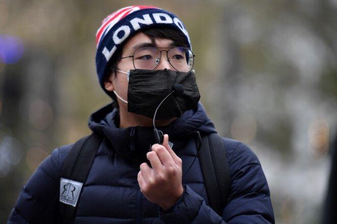 Le lanceur d'alerte Simon Cheng dans un meeting à Londres, le 12 décembre 2020. © Justin Tallis/AFP