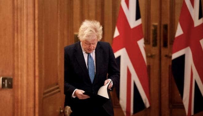 B. Johnson, lundi 21 décembre au soir. © Tolga Akmen / AFP