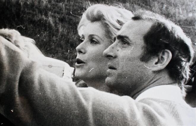 """Brasseur et Deneuve sur le tournage de """"l'Agression"""" © Patrice Morel (octobre 1974)"""