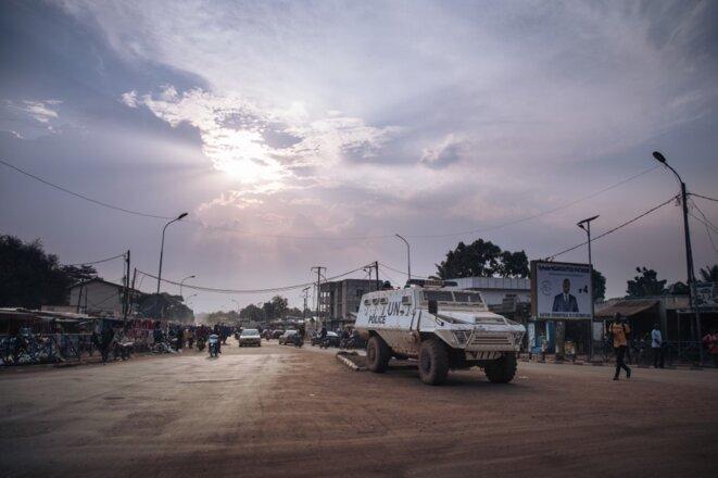 Une patrouille de la Minusca à Bangui le 22 décembre 2020. © Alexis Huguet/AFP