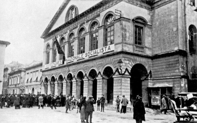 Le théâtre Goldoni à Livourne, abritant le congrès du PSI © Domaine public