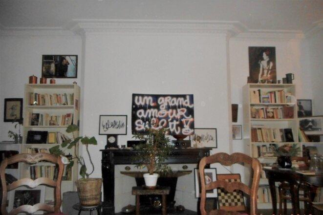 mon salon avec tableau de l'artiste Sylvain Felez © Mustapha Kharmoudi