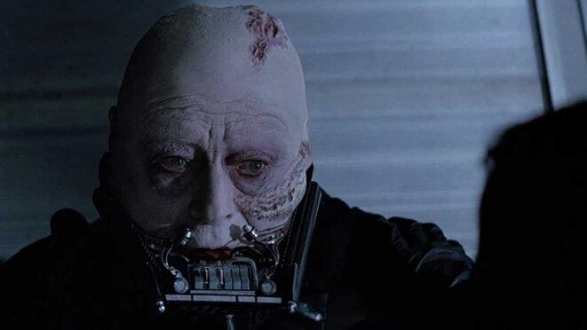 Dis-moi franchement : tu préfères avec ou sans le masque ?