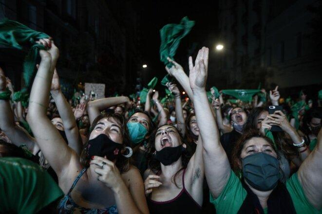 La liesse des manifestantes pro-avortement, mercredi 30 décembre à Buenos Aires © AFP / Emiliano Lasalvia.