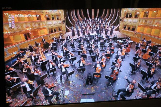 Les Martiens débarquent à la Fenice de Venise. Le concert était sublime mais voir les chanteurs, et même le chef d'orchestre, masqués...!