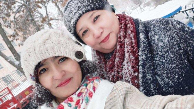 Mayila Yakufu avec sa tante.