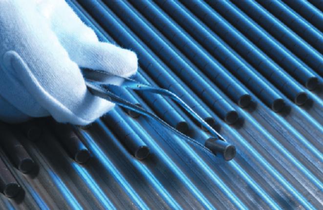 Pastilles d'oxyde d'uranium enrichi prêtes à être assemblées en crayon, puis en assemblage combustible. © ANDRA