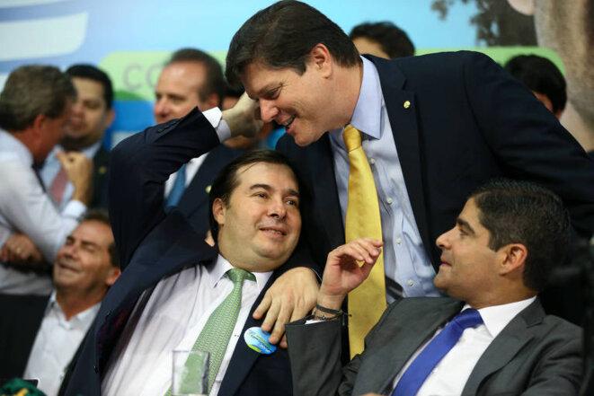 Rodrigo Maia (DEM), Baleia Rossi (MDB) en cravate jaune et ACM Neto (pdt DEM), maire de Salvador. © DR